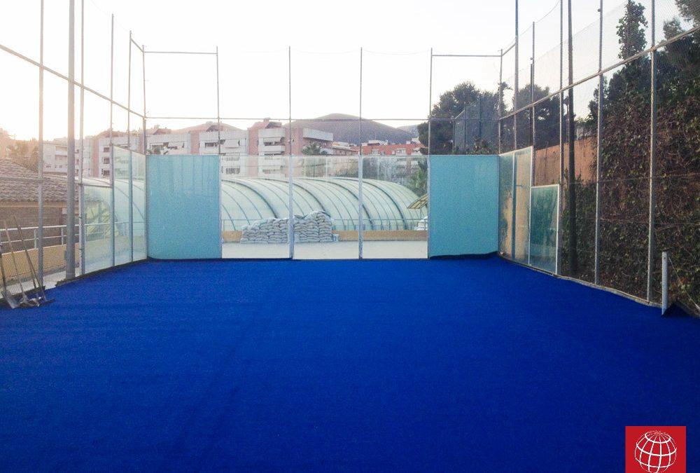 Instalación del césped para pádel Poliflex 12/28 en el C.T. Castelldefels
