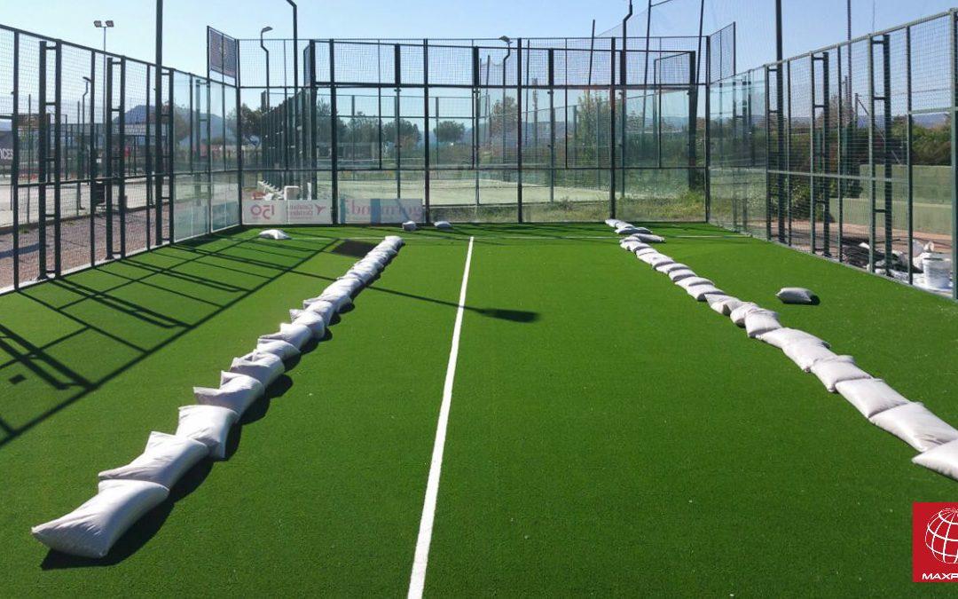 Renovación del césped de pádel en el Club Tennis Manresa