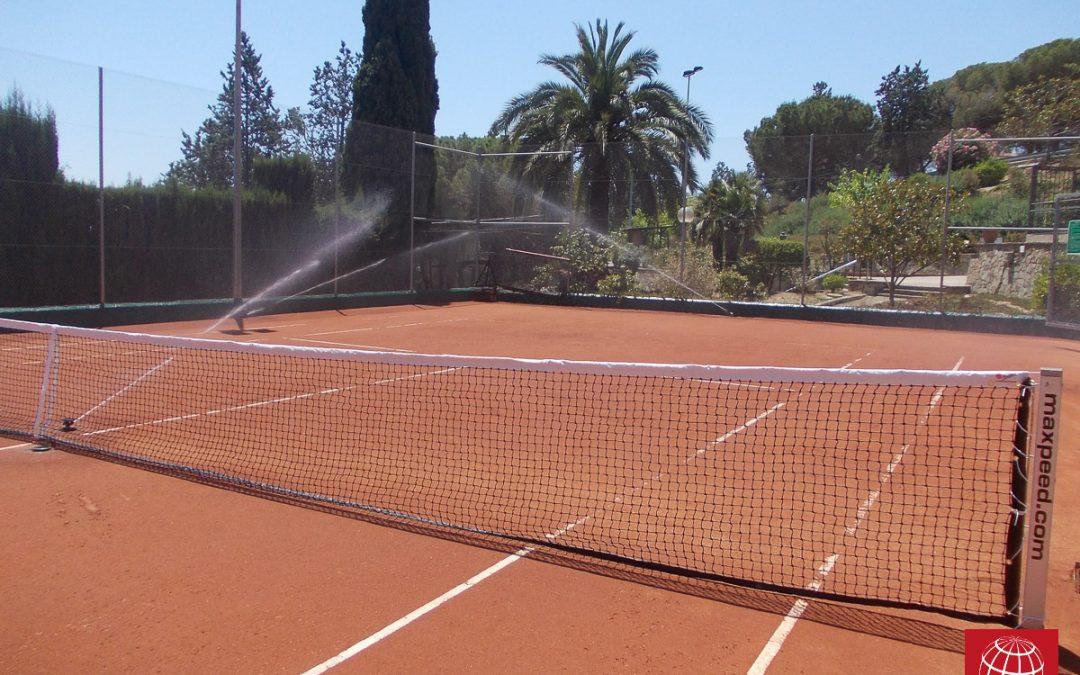 Renovación de pistas de tenis de tierra batida en el Touring Club de Mataró