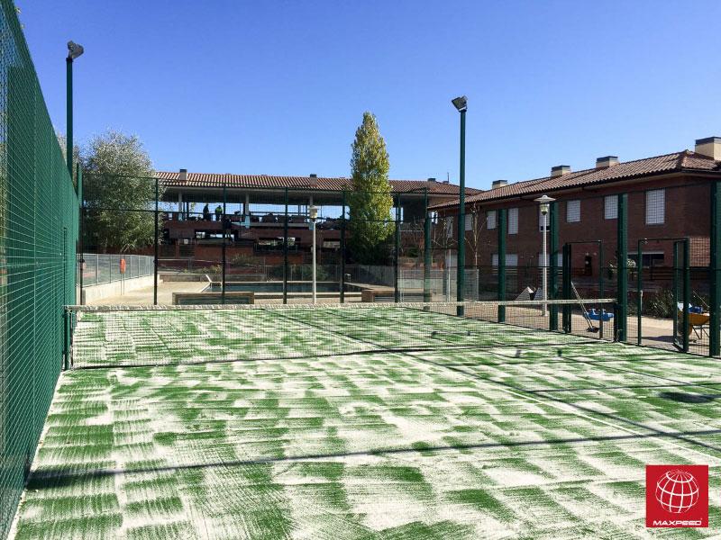 Cambio de césped de pádel en comunidad de propietarios en Begues