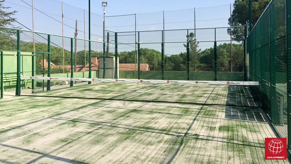 Racó Esports renueva el césped de dos pistas de pádel