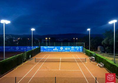 maxpeed-instalacion-iluminacion-led-proyector-proluxe-M-300-club-tennis-la-bisbal-centre-esportiu001