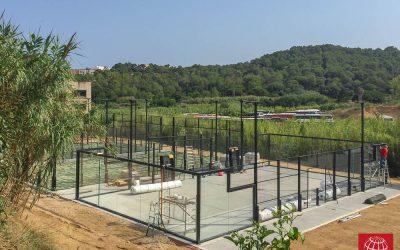 Maxpeed construye 3 pistas de pádel en Golf Lloret P&P