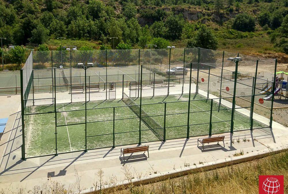 Instalación red protección en pista pádel del Club Tennis Castellfollit de Riubregos