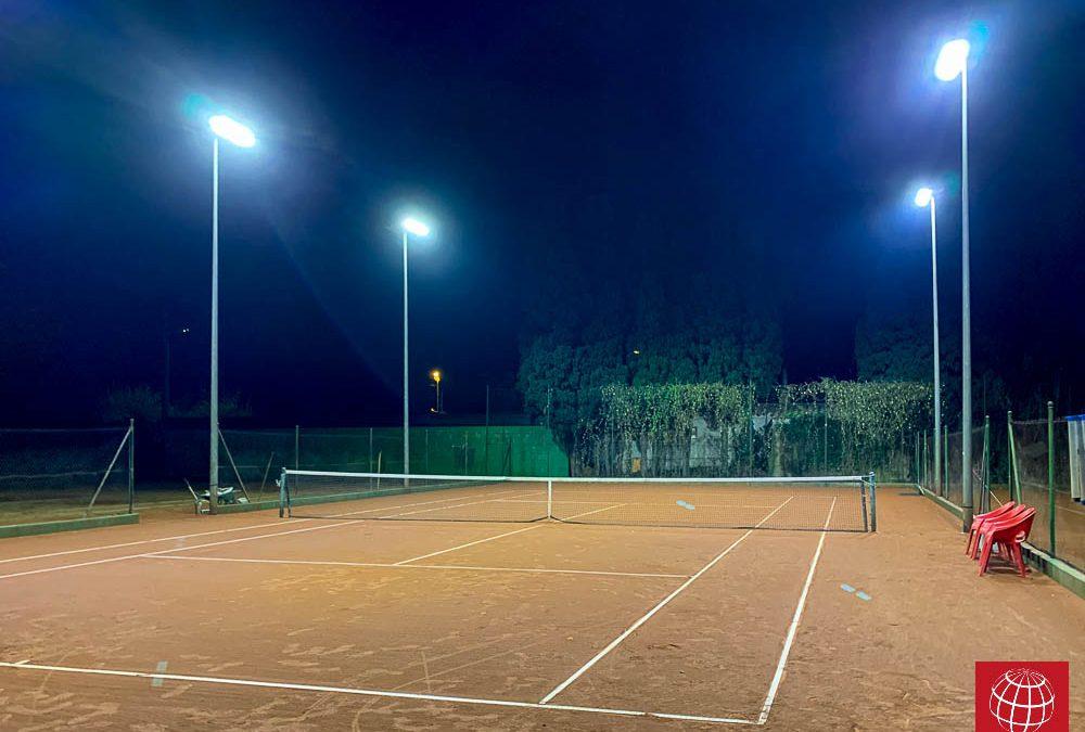 Las pistas de tenis del Aquapadel ya cuentan con proyectores led Maxpeed by Enerluxe