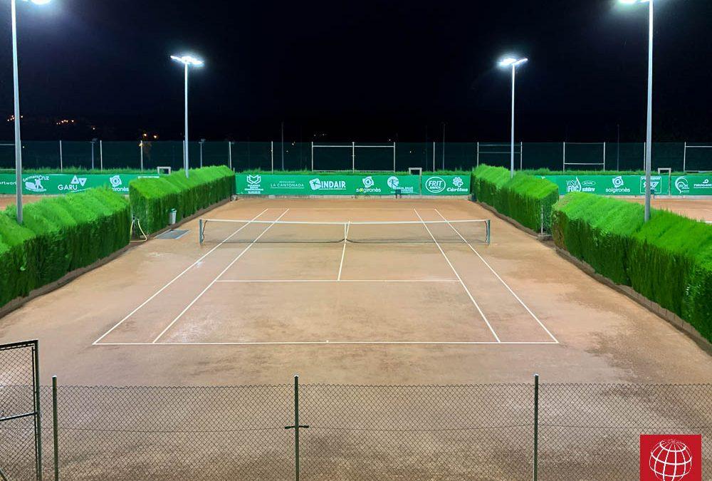 Club Tennis La Bisbal renueva la iluminación de sus pistas de tenis con Maxpeed by Enerluxe