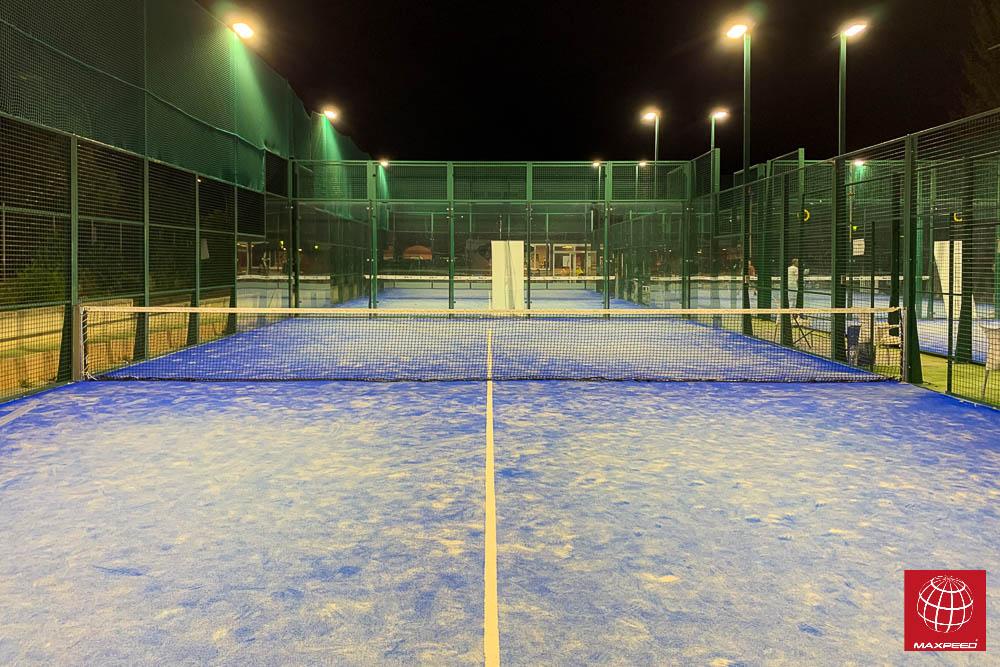 Instalación de iluminación LED Maxpeed by Enerluxe en las todas las pistas de tenis y pádel del Club Sports Tennis & Pádel Cunit
