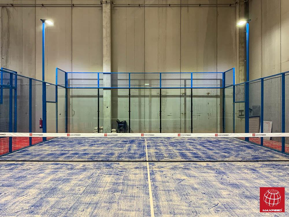 Instalación de iluminación led en una de las pistas del nuevo Npadel Indoor Castellar