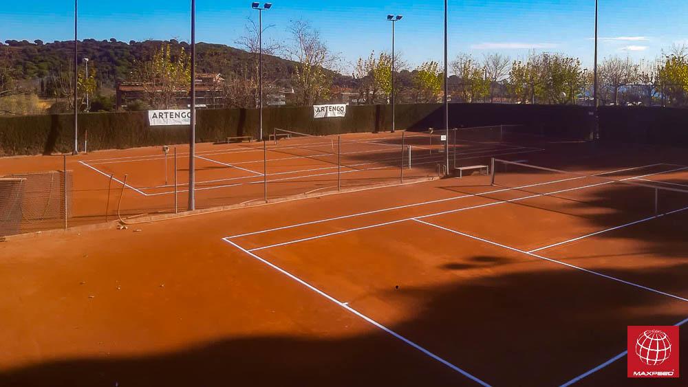 Repación de fondos de 4 pistas de tenis de tierra batida en Casino de Tiana