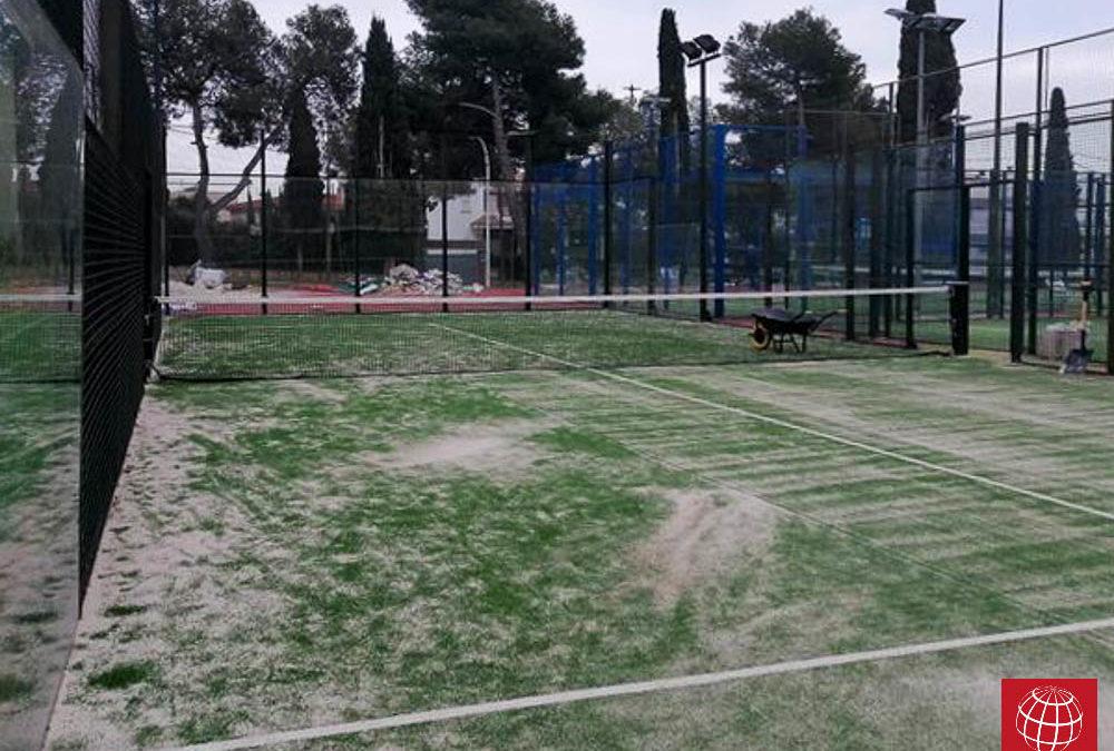 Renovación césped en pista de pádel en Club Tenis Segur