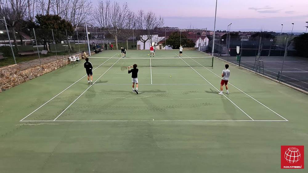 Instalación de iluminación LED en una pista de tenis del Real Club de Tenis Cabezarrubia