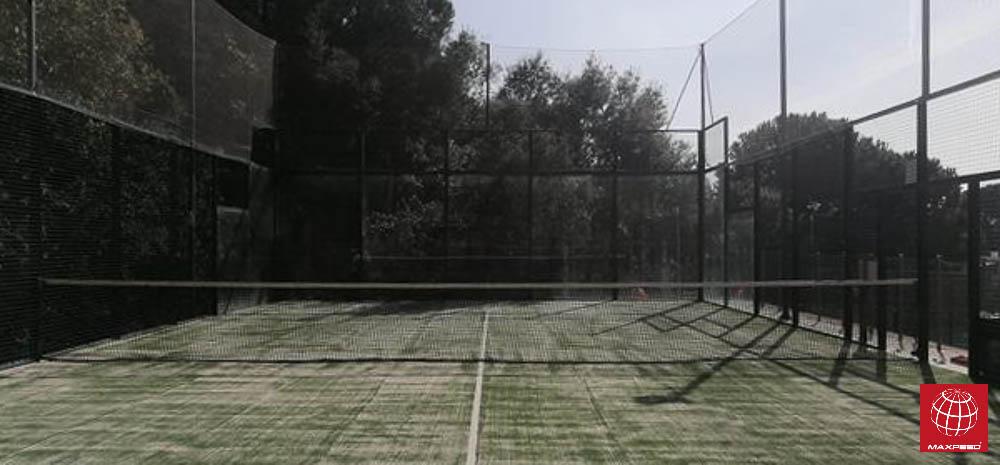 Cambio césped en pista de pádel del Club de Tenis la Llobera