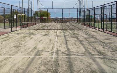 Club Tennis Mataró renueva el césped de una de sus pistas de pádel