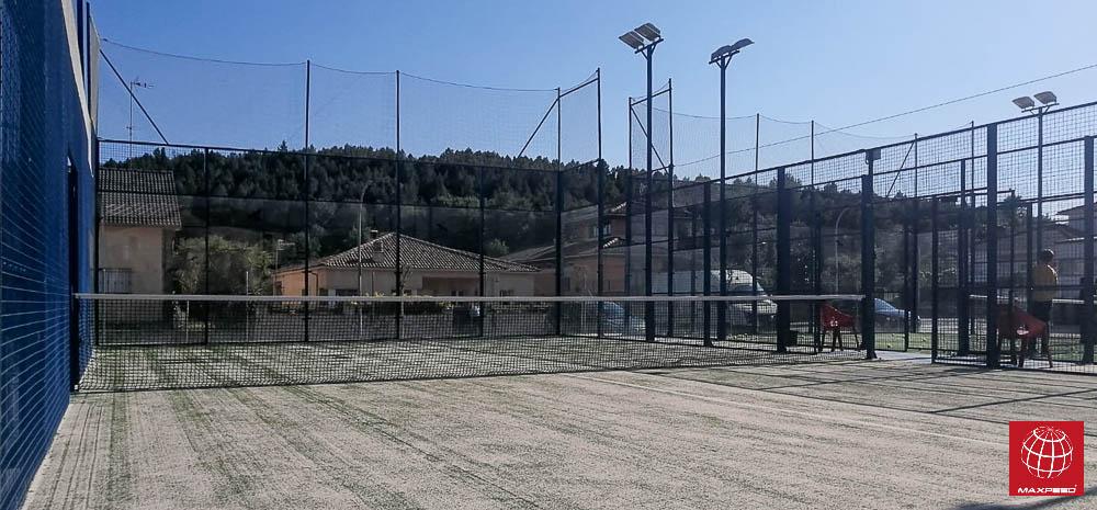 Pàdel Breda actualiza el césped de una pista de pádel