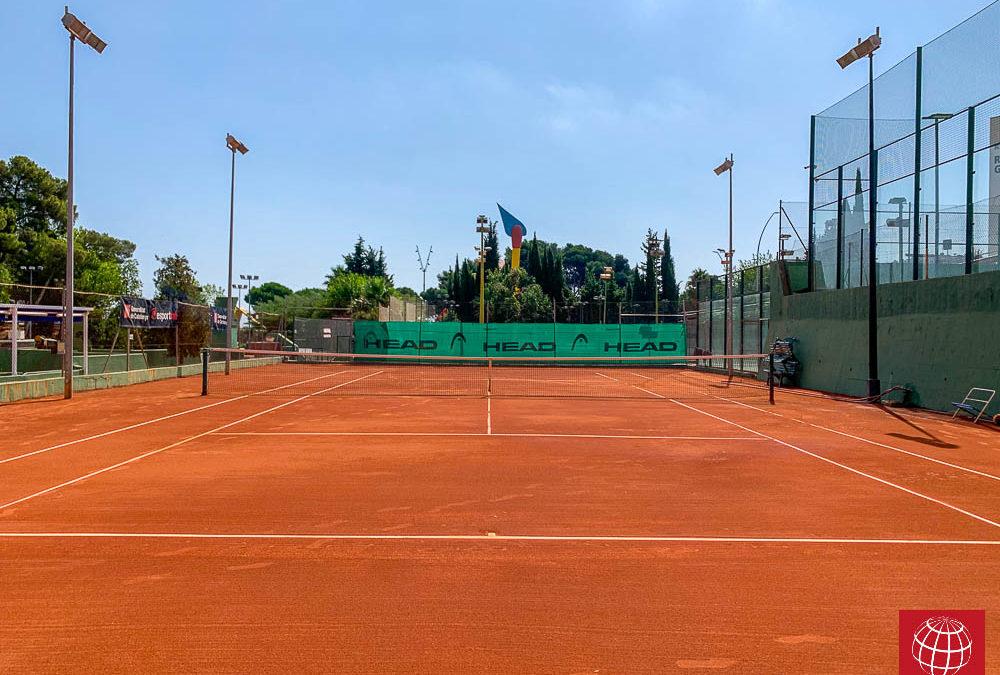Renovación de dos pistas de tenis de tierra batida en el Club Esportiu Hispano Francès
