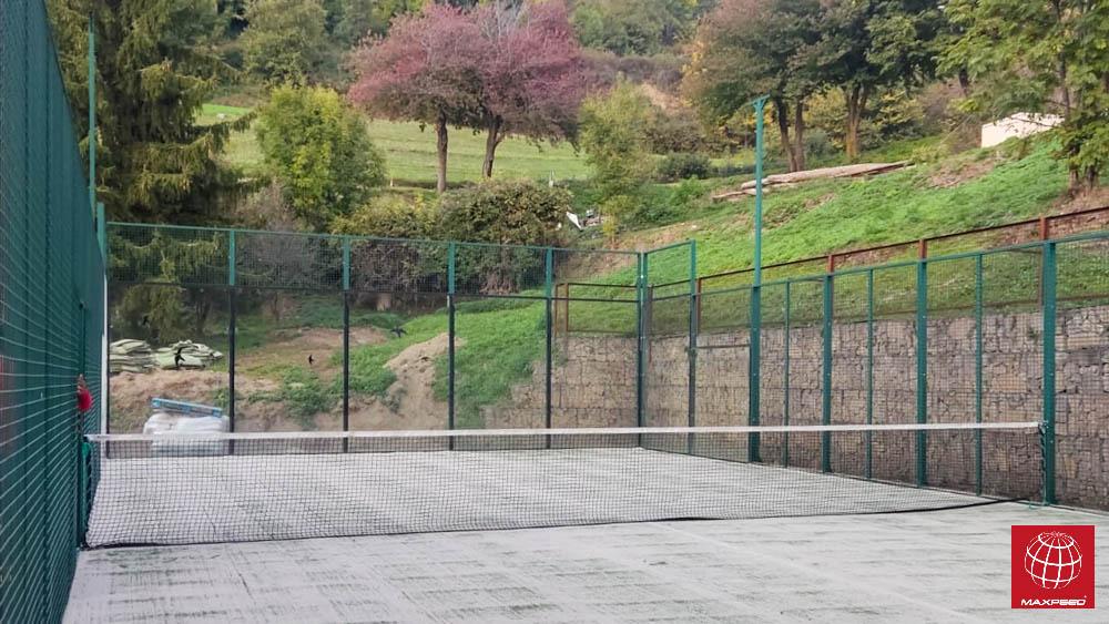 Renovación del césped de una pista de pádel del Ajuntament de Pardines