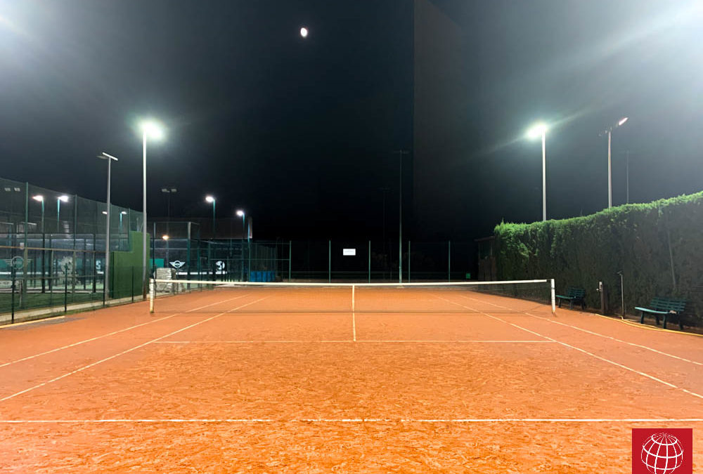 Instalación de iluminación led en la pista de tenis Joaquin Molina del David Lloyd Turó