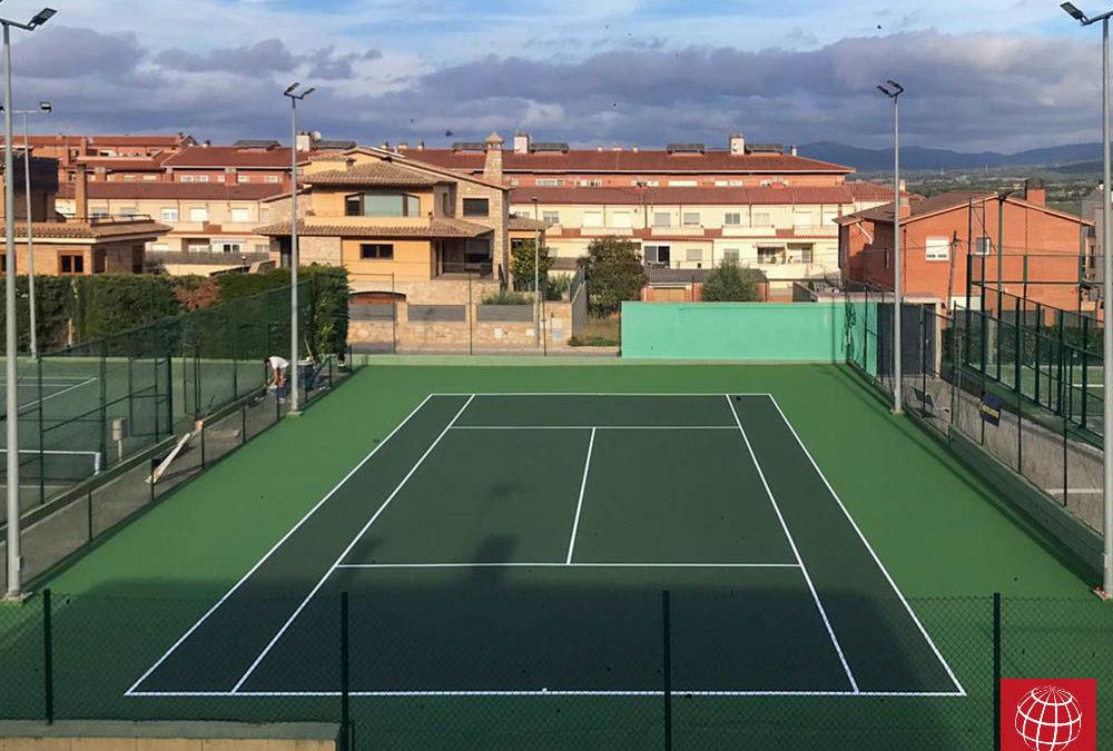 Resurfacing de una pista de tenis de resina en el CT Montblanc